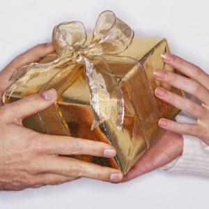 Украшение подарков: современные идеи и советы по выбору оформления для подарков (120 фото)