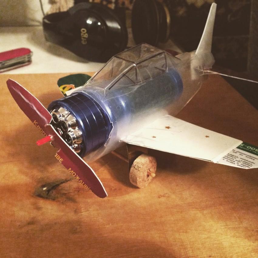 Фото игрушки самолет самодельных
